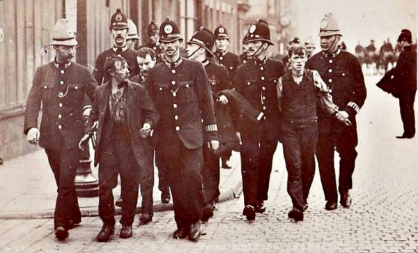Police make arrests in Liverpool during the transport general strike in 1911